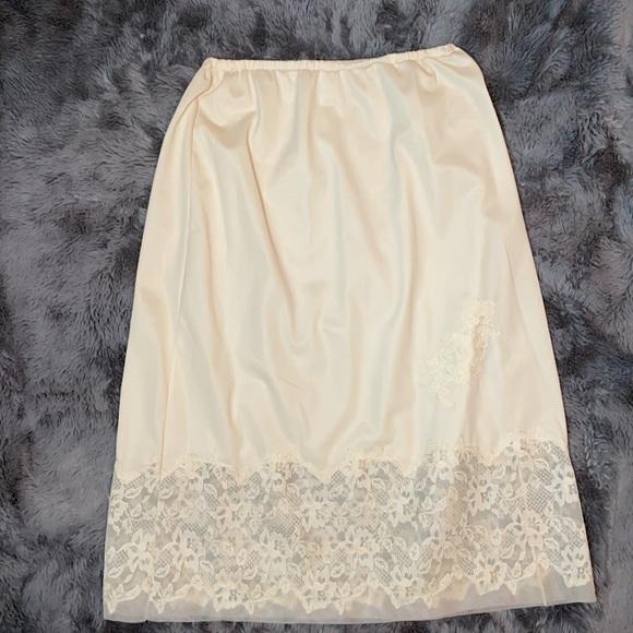 Vintage Van Raalte laced 1960s dress slip
